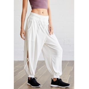 ✨ Free People Movement Goldie Pant ✨